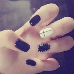 - 经典黑白条纹+钻美甲