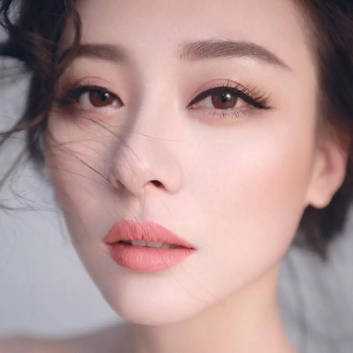 - 【伊程】御姐范清新裸妆