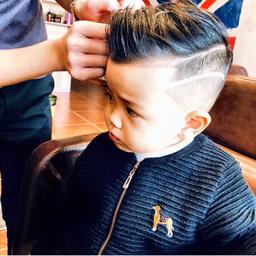 - 儿童精心剪发