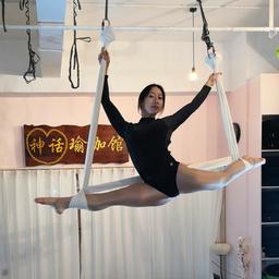 - 空中瑜伽课