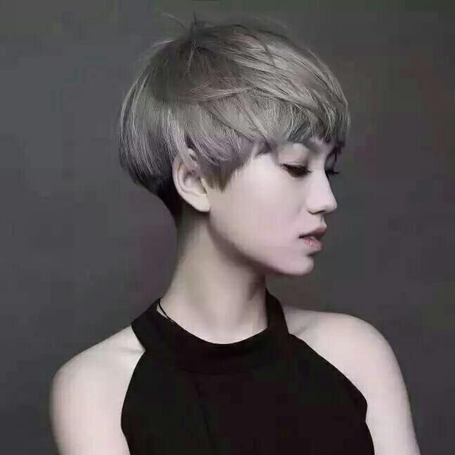 - 女士个性体验剪发潮流时尚短发