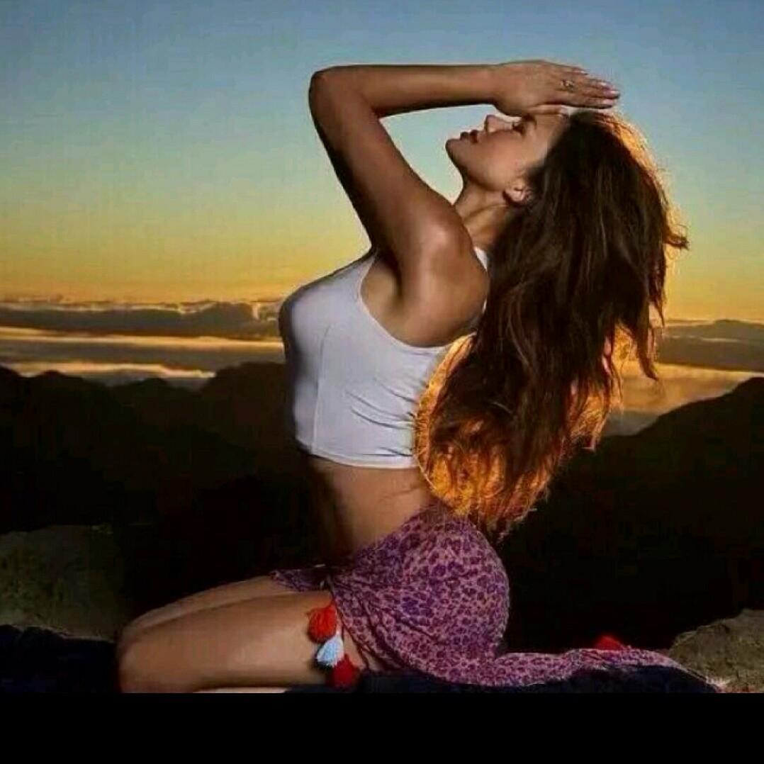 - 纤体塑形瑜伽