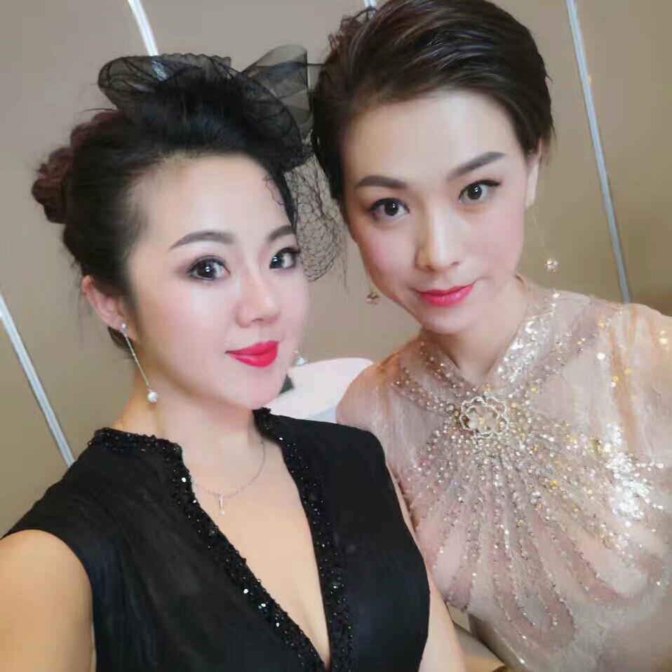 - 年会妆+发型+睫毛(5人起定)