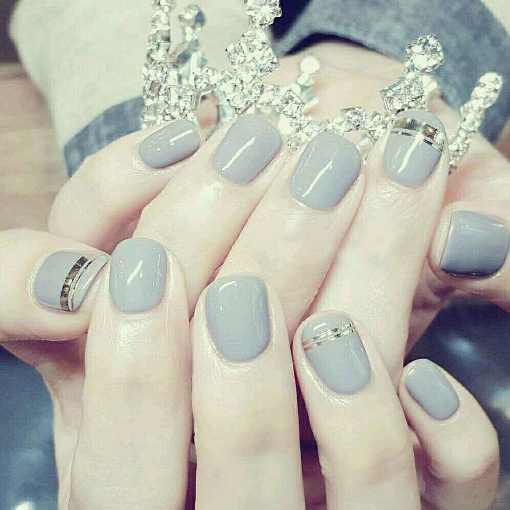 - 简约金线奶奶灰美甲(可换色)